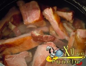 carne seca e costela sendo desalgadas