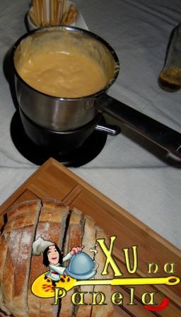 fundue de queijo e pão