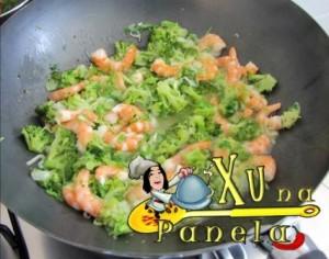 camarão e brócolis