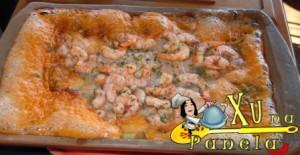 peixe assado com camarão na telha