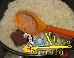 arroz com caldo de carne