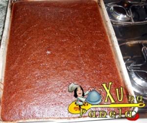 fazer furos no bolo de chocolate