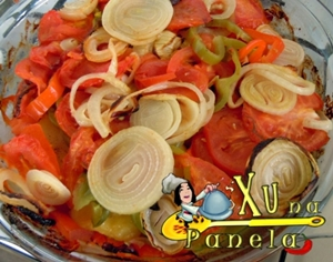 bacalhau com batatas, cebola e pimentões