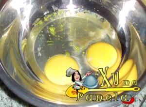 ovos e essência de baunilha