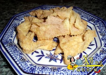 crostoli com açúcar e canela