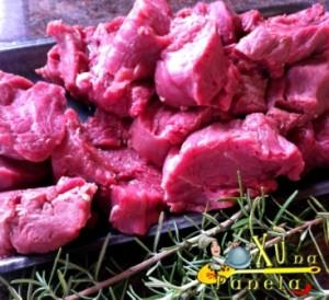 cortar a carne em cubos