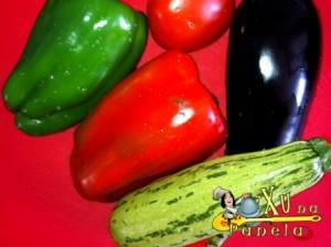 pimentões, abobrinha, berinjela, tomate